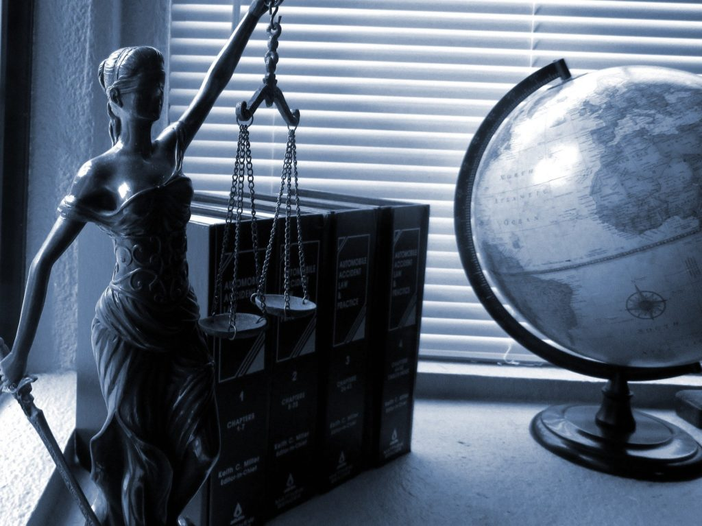 a picture of lady justice symbolizing the attorneys commitment to clients